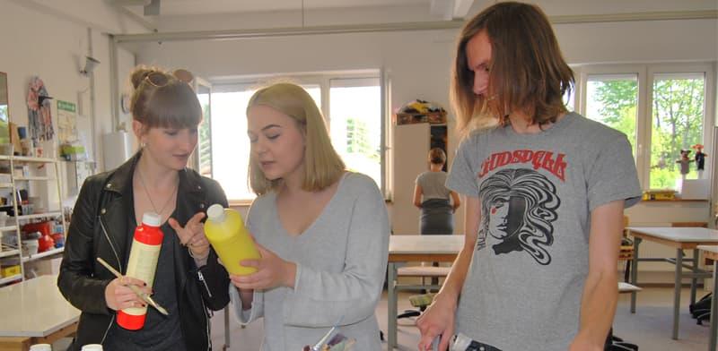 Auszubildende beteiligen sich an einem Kunstprojekt